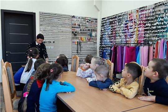 «Энциклопедия профессий: от А до Я»: дошколята посетили швейную фабрику