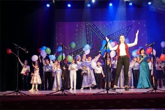 Во Дворце культуры «Салют» прошел ежегодный фестиваль творчества «Блуждающие звезды»