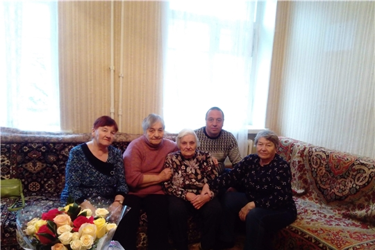 Перед нами человек труда: ветеран АО «ЧПО им. В.И. Чапаева» Мальвина Брагина отметила свое 90-летие