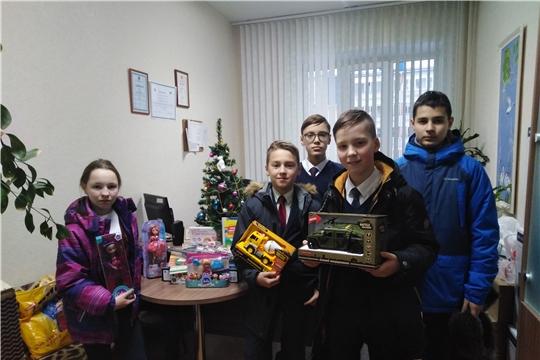 Учащиеся гимназии № 5 приняли участие в благотворительной акции «Любимая игрушка малышу»
