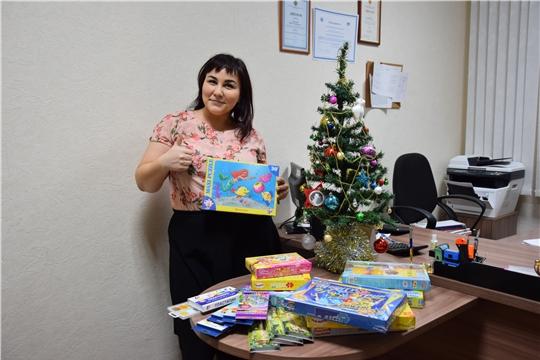 Сотрудники Чувашпотребсоюза присоединились к новогодней благотворительной акции «Любимая игрушка малышу»