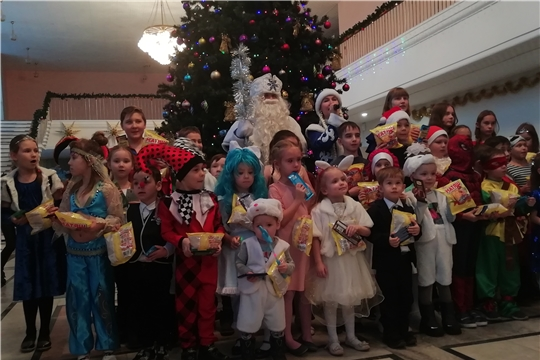 Для детей-сирот Московского района г. Чебоксары организовано сказочное представление с приятными сюрпризами