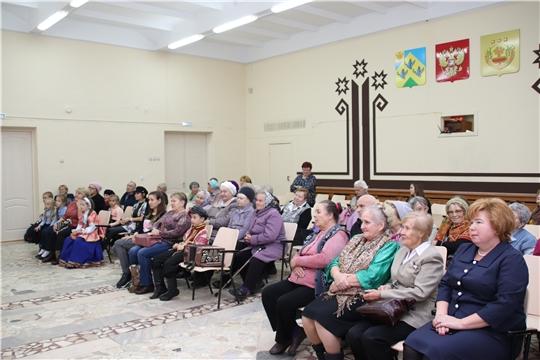 Глава администрации Новочебоксарска Ольга Чепрасова  поздравила  старшее поколение ТОС «Волжский»