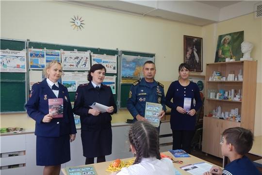 Занятия по безопасности в школах Новочебоксарска продолжаются