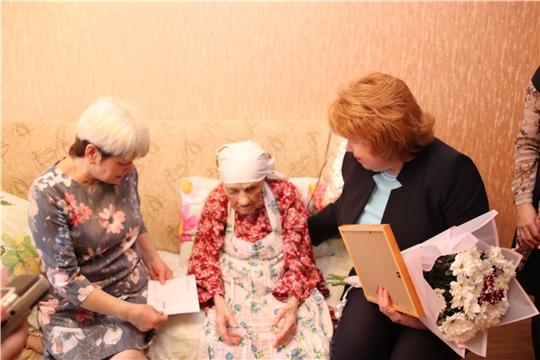 Ольга Чепрасова поздравила жительницу Новочебоксарска с вековым юбилеем
