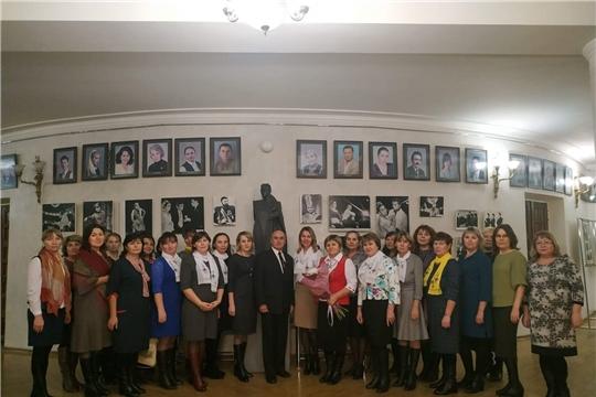 Выездное заседание учителей чувашского языка города Новочебоксарска в Чувашском государственном академическом драматическом театре