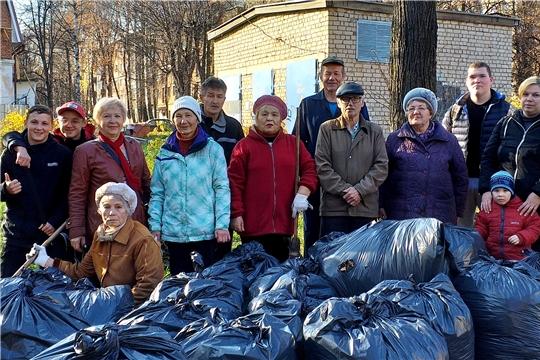 На уборку сквера «Звездочка» вышли активисты ТОС «Молодёжный»