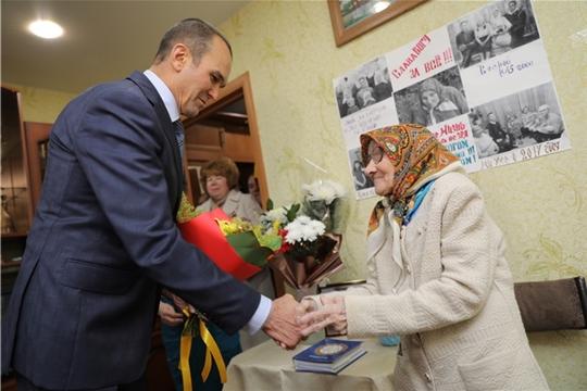 Михаил Игнатьев поздравил со 102-летием долгожительницу из Новочебоксарска