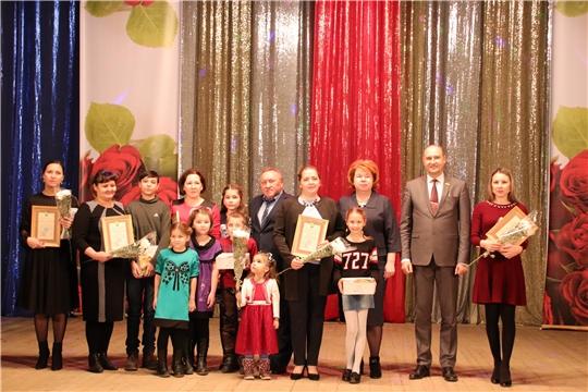 В преддверии Дня матери в Новочебоксарске состоялся большой праздничный концерт