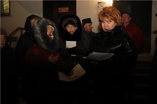Проект «Открытый диалог»: Ольга Чепрасова встретилась с жителями многоквартирного дома №21 по улице Винокурова
