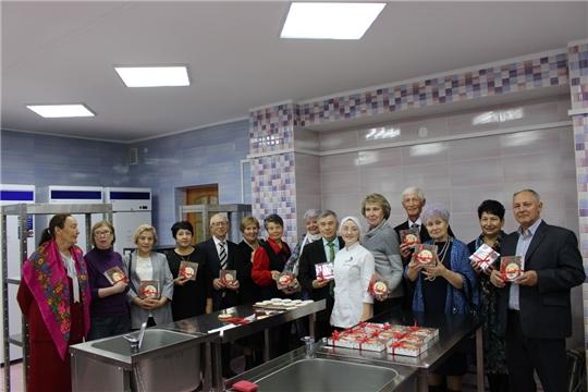 С Международным днем пожилых людей бывших сотрудников  министерства поздравил министр  Сергей Кудряшов