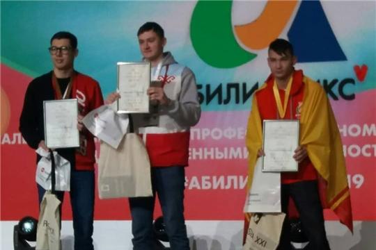 Студент из Чувашии занял 1 место в компетенции «Резьба по дереву» на V Национальном чемпионате «Абилимпикс»