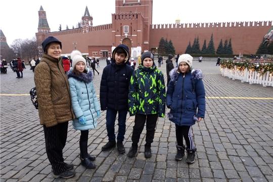 Воспитанники республиканских центров для детей-сирот и детей, оставшихся без попечения родителей, побывали в Москве на Новогодней елке Минпросвещения России