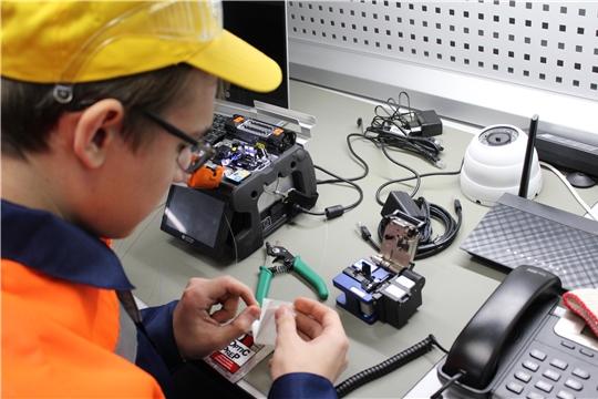 В Межрегиональном центре компетенций – Чебоксарском электромеханическом колледже состоялось торжественное открытие пяти новых мастерских в рамках федерального проекта «Молодые профессионалы» национального проекта «Образование».