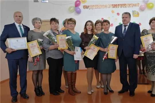 В свой профессиональный праздник учителя Порецкого района принимали поздравления