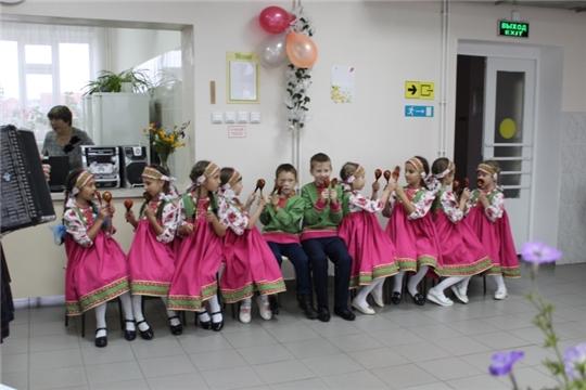 Учащиеся Шемуршинской детской школы искусств подарили пожилым людям Дома престарелых концертную программу