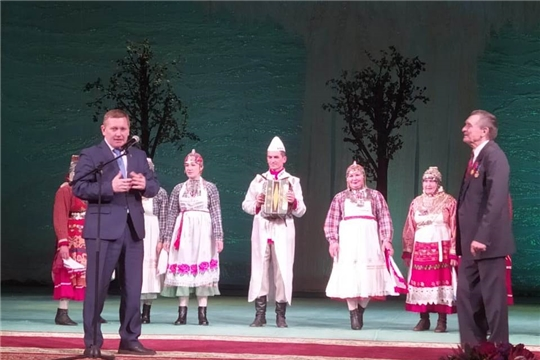 Глава администрации Шемуршинского района Владимир Денисов поздравил с 80-летием народного артиста СССР Валерия Яковлева