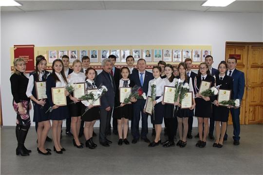 Учащиеся Шемуршинского района удостоились специальной стипендии главы администрации