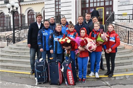 С триумфом – домой! В Чебоксарах встретили медалистов молодёжного чемпионата Европы по тяжелой атлетике