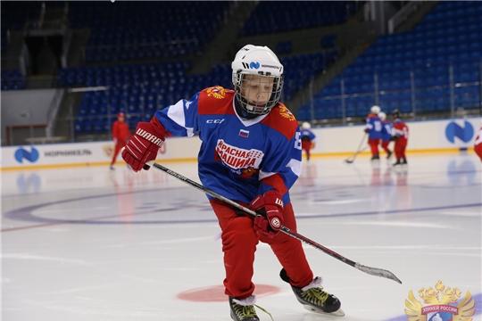 Презентована национальная программа подготовки хоккеистов «Красная Машина»: новые продукты и разделы»