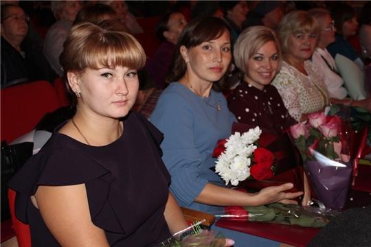 Педагогическое сообщество Урмарского района отметило свой профессиональный праздник
