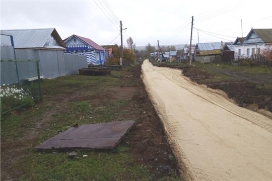 Продолжается строительство уличных автомобильных дорог в деревне Тегешево