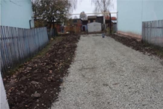 В Урмарах продолжаются работы по ремонту дворовых территорий улиц Ленина и Молодежная