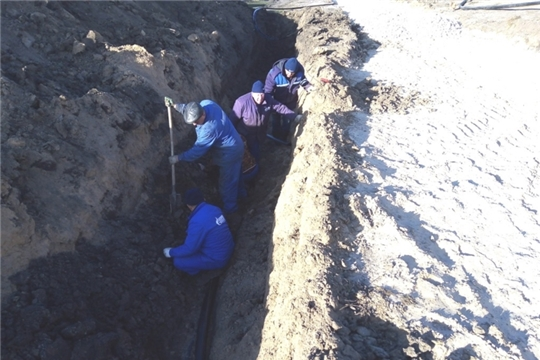 В ходе строительства дороги сотрудники Урмарского газового участка усилили газопровод на месте будущей разворотной площадки по улице Ленина в деревне Тегешево
