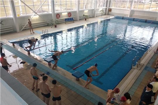 И на суше, и в воде: урмарские школьники сдали нормы ГТО по плаванию