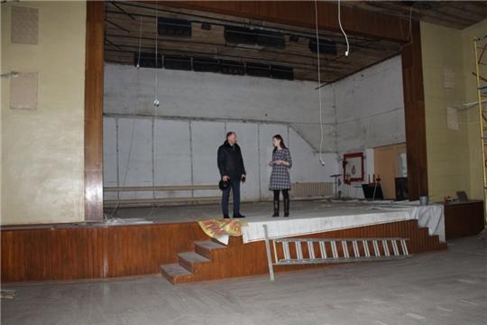 В районном Доме культуры идут работы по подготовке площадки для размещения кинозала