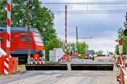 Спешка на железнодорожном переезде не стоит риска для жизни десятков людей, а нарушение правил пересечения путей карается штрафом или лишением прав