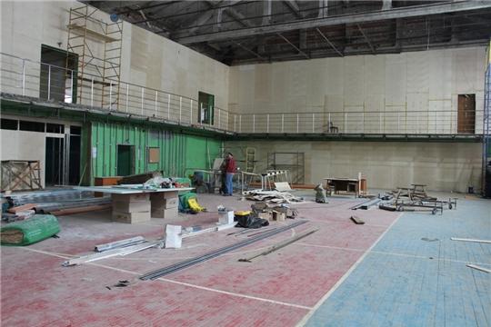 В Доме спорта п. Урмары продолжается капитальный ремонт