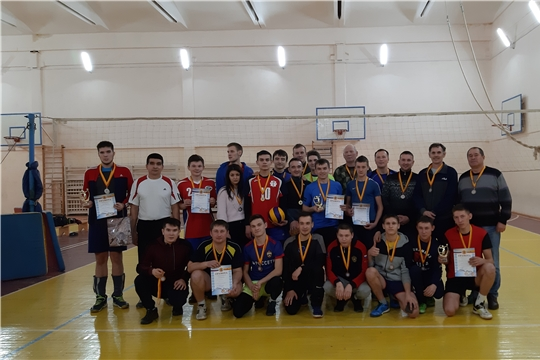 Команда «Мусирмы» – победитель открытого предновогоднего турнира по волейболу среди мужских команд на кубок главы администрации Урмарского района