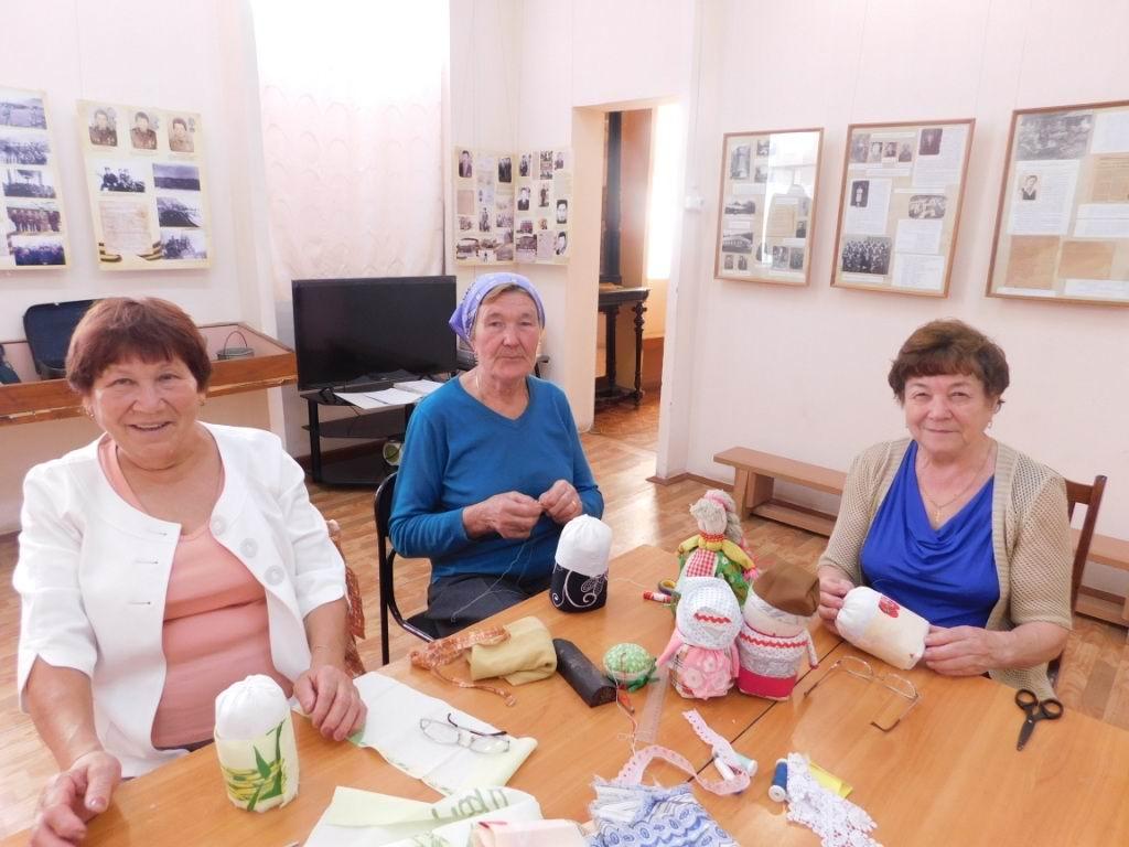 В Вурнарском историко-краеведческом музее прошел мастер-класс для бабушек
