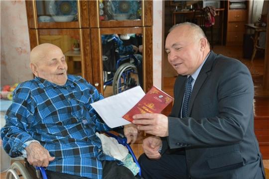 В Международный день пожилых людей глава администрации района поздравил очередного юбиляра с 90-летием