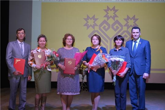 Педагогическое сообщество района поздравили с профессиональным праздником