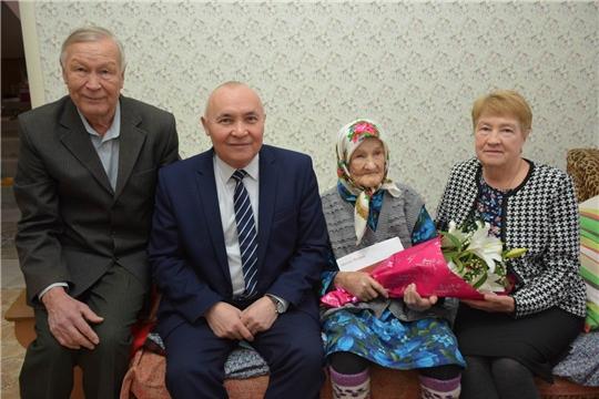 Труженица тыла, ветеран труда, жительница деревни Санарпоси Капралова Мария Петровна отмечает свой 95-летний юбилей
