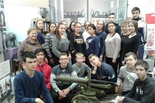 Учащиеся 10- ого класса в ЧГПУ им. И.Я. Яковлева