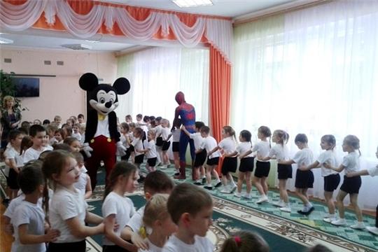 В детском саду - традиционная «Зарядка со звездой» от организаторов детских праздников «Фабрика счастья»