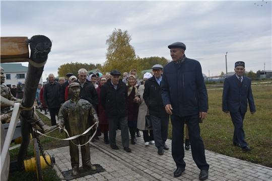 Глава администрации Яльчикского района поздравил активистов-пенсионеров с Днем пожилых людей