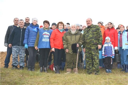 В рамках Всероссийской акции  «Живи, лес!»: в селе Яльчики посадили  более  1500  саженцев  сосны.