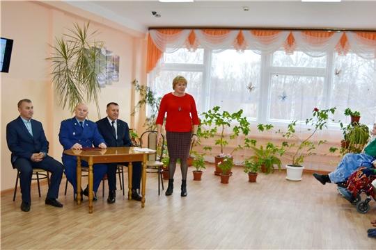 Состоялась встреча главы администрации Яльчикского района и прокурора района с получателями социальных услуг
