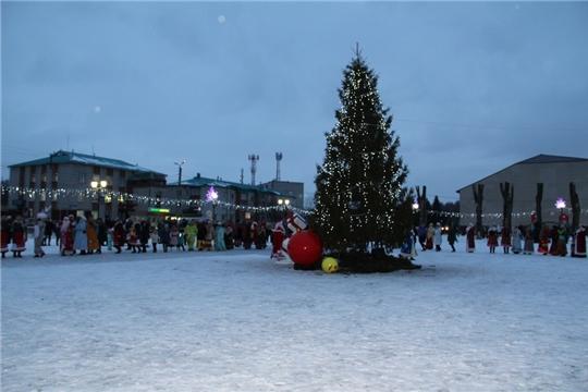Праздничное открытие самой большой новогодней ёлки Цивильского района