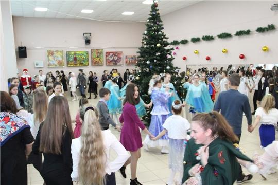 Для более 100 одаренных детей состоялась елка главы администрации Цивильского района