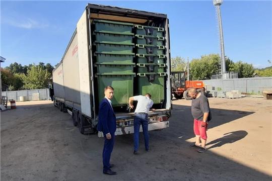 В Алатырский район поступили новые евроконтейнеры для сбора и вывоза ТКО