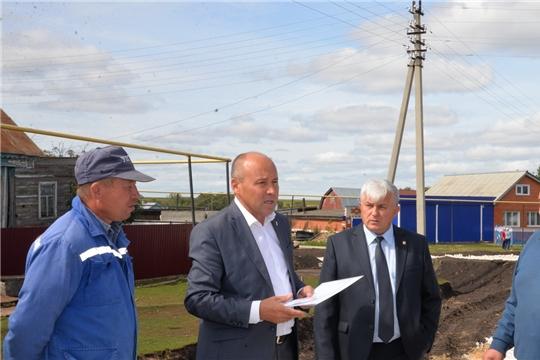 Глава администрации Батыревского района проинспектировал ход строительства автодороги по ул. Полевая с. Норваш-Шигали
