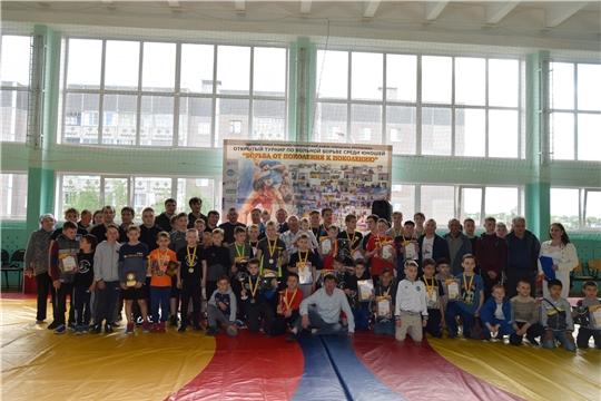 В п. Новое Атлашево состоялся открытый турнир по вольной борьбе среди юношей «Борьба от поколения к поколению»