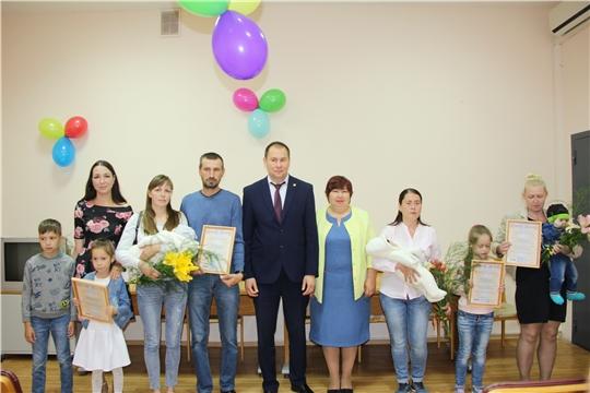 В рамках Дня семьи, любви и верности в Чебоксарском районе состоялось вручение сертификатов на материнский капитал