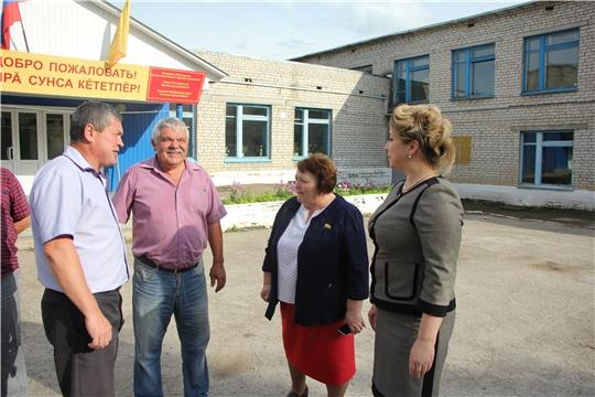 Председатель Государственного Совета Чувашской Республики ознакомилась с ходом ремонтных работ спортивных залов в школах Чебоксарского района