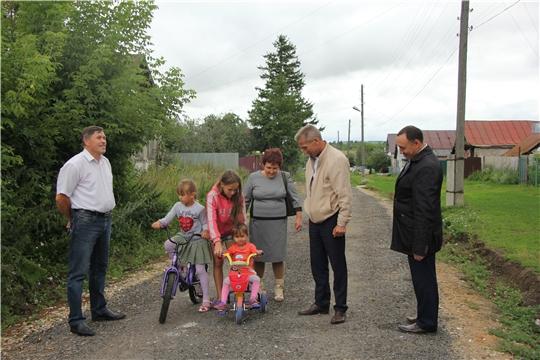 Глава администрации Чебоксарского района  проконтролировал ход выполнения работ по строительству ФАПов, детского сада и ремонту дорог